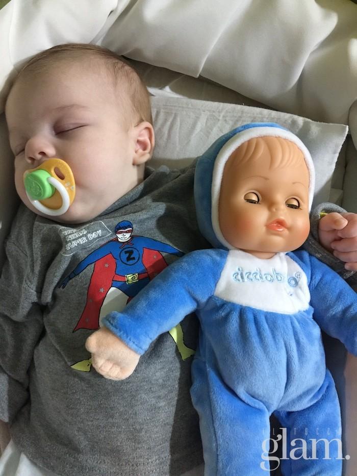Bambolotto per neonati: Francesco dorme con Cicciobello Bebè