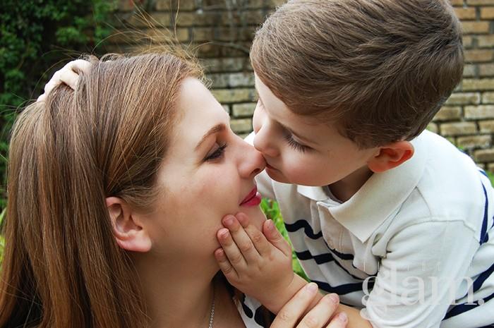 bacio mamma e figlio