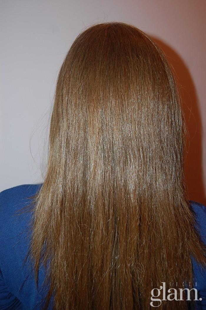 capelli lisci con piastra