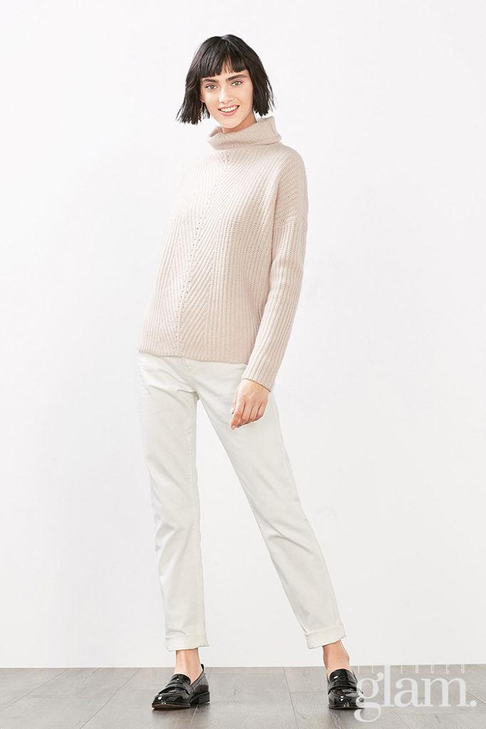 look beige con maglione
