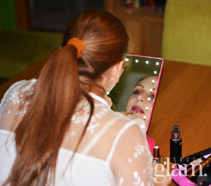 specchio rosa con luci