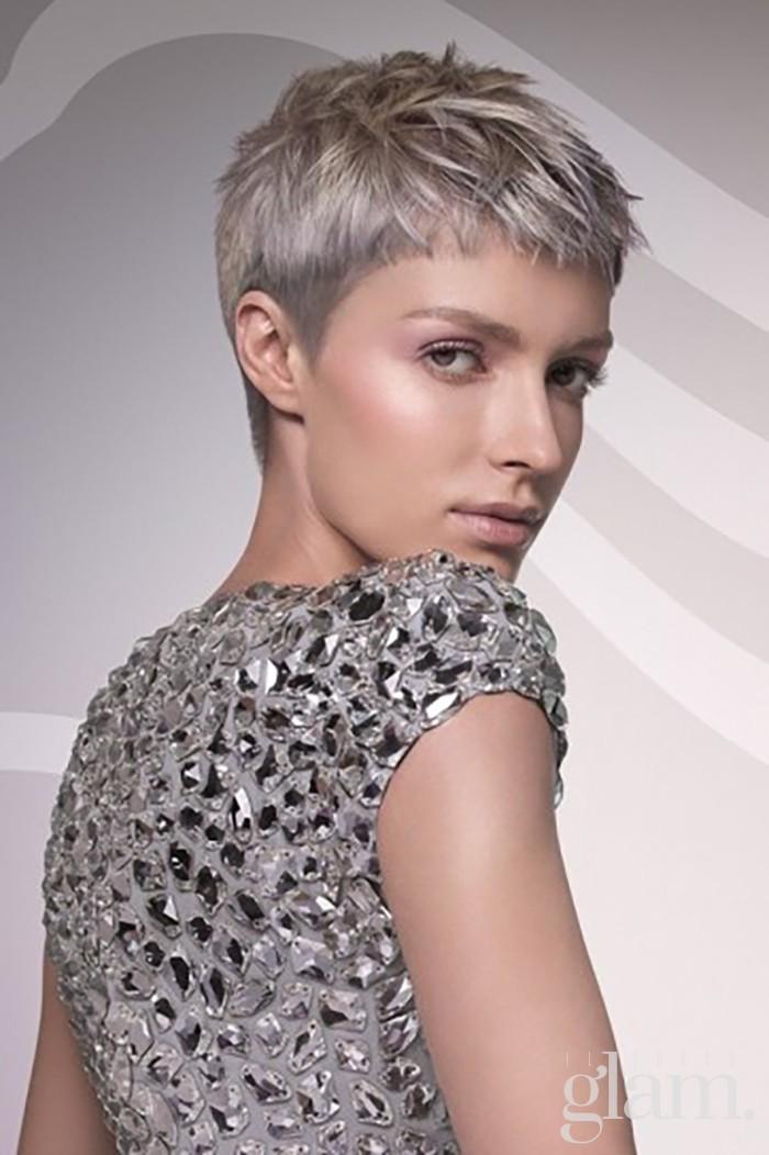taglio-corto-con-capelli-grigi